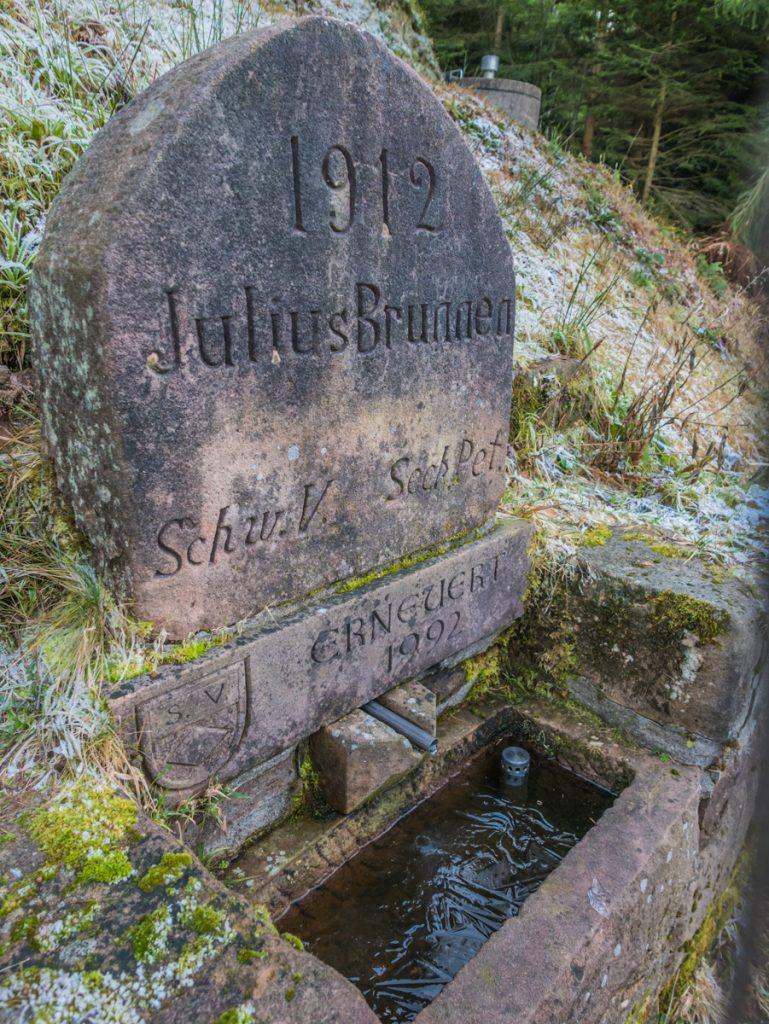 Gefrorener Brunnen
